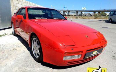 –Porsche 944–